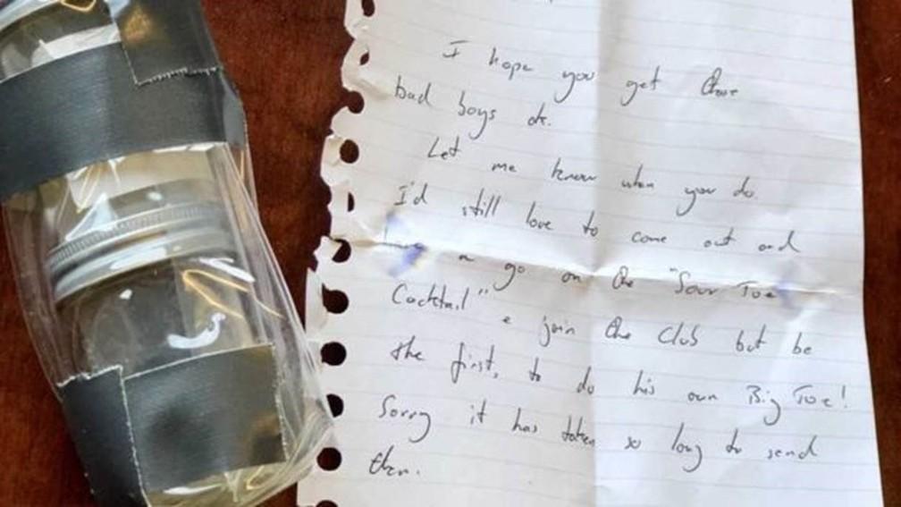 O dedão chegou pelo correio com um bilhete escrito à mão por Griffiths — Foto: Downtown Hotel