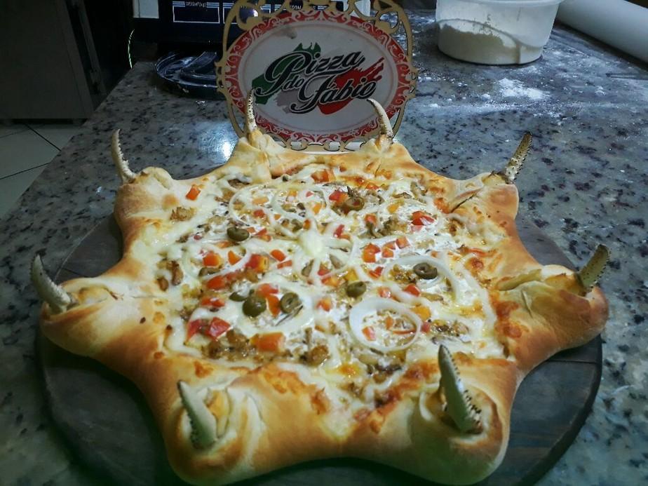 Pizza com 'patas' de caranguejo criada no Pará ganha apelidos na internet