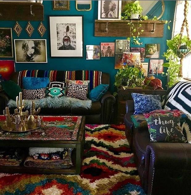 Estampas são carregadas por todos os cantos da sala na estética boemia (Foto: Instagram/ Reprodução)