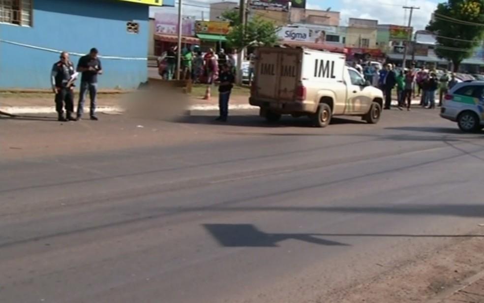 Acidente ocorreu em via movimentada de Valpara�so de Goi�s (Foto: TV Anhanguera/Reprodu��o)