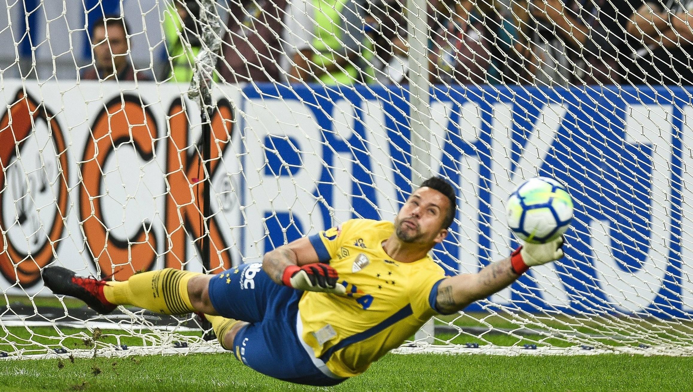 Fábio salvou quase 50% dos gols rivais nas disputas de pênaltis no Cruzeiro 706398727d070