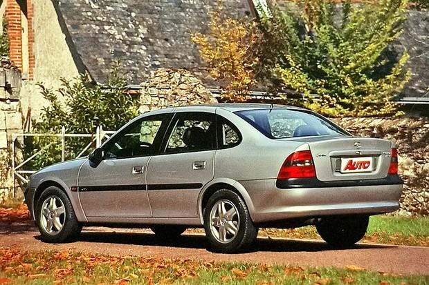 Vectra CDX V6 Por fora o Vectra CDX é quase igual ao modelo fabricado no Brasil. A grande diferença está sob o capô... (Foto:  Cláudio Larangeira/Autoesporte)