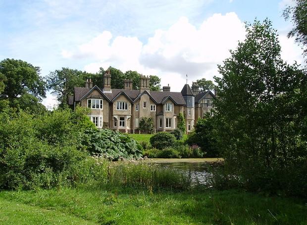O York Cottage fica na Sandringham House, uma das residências da rainha, no condado de Norfolk (Foto: Alamy Stock Photos/  Reprodução)