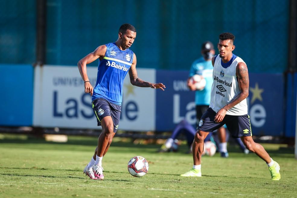 Léo Chú e Rodrigues em treino do Grêmio — Foto: Lucas Uebel/Grêmio