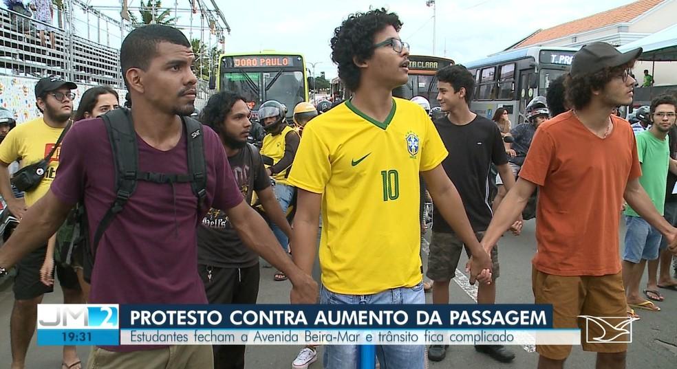 Estudantes pedem mais diálogo e fim do aumento na passagem de ônibus em São Luís — Foto: Reprodução/TV Mirante