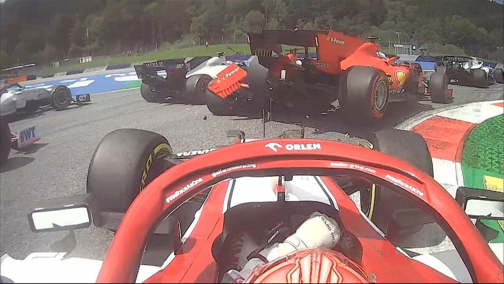 Vettel e Leclerc batem Ferrari F1 GP da Estíria — Foto: Twitter/F1