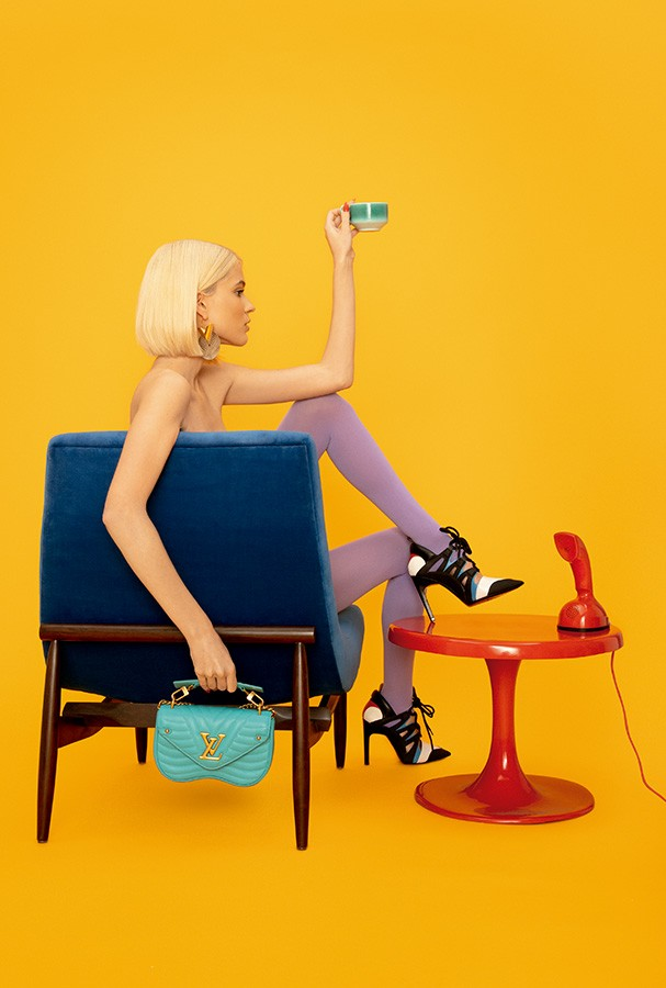 Bolsa New Wave Chain Bag, R$ 8.650, sapatos, R$ 5.700, e brincos, preço sob consulta, tudo Louis Vuitton (Foto: Guilherme Nabhan)