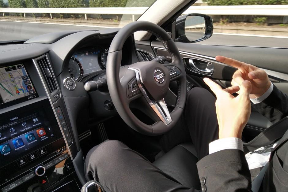 Tecnologia permite que se dirija sem tocar no volante; legislação não deixa (Foto: Ulisses Cavalcante/Autoesporte)
