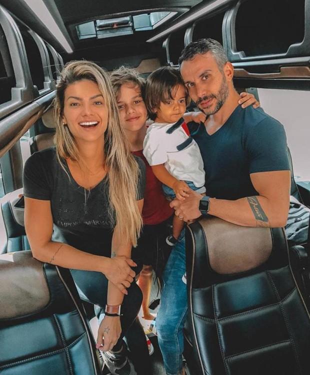Kelly Key com Mico Freitas, Jaime Victor e Arthur (Foto: Reprodução/Instagram)