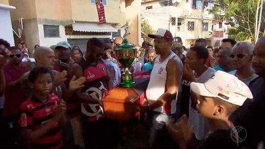 Vítima de incêndio no alojamento do Flamengo, Jorge Eduardo é sepultado