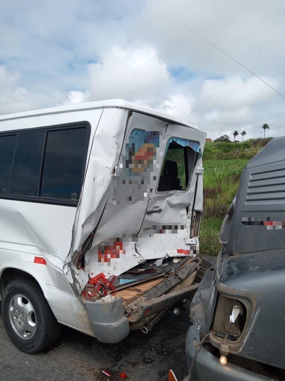 Acidente na BR-423 em Jucati — Foto: Polícia Rodoviária Federal/Divulgação