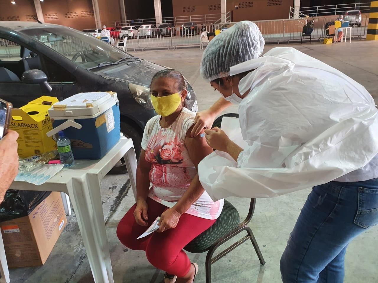 Fortaleza retoma aplicação de 1ª dose de vacina contra Covid-19 em idosos