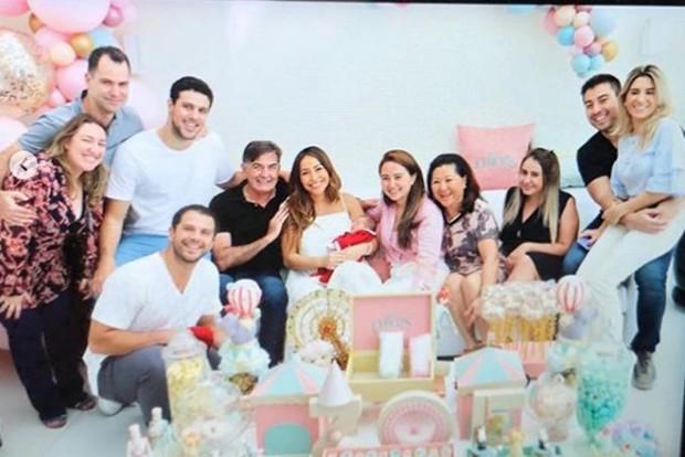 Zoe, a filhinha de Sabrina Sato e Hugo Moura, recebeu a visita da família (Foto: Reprodução Instagram)