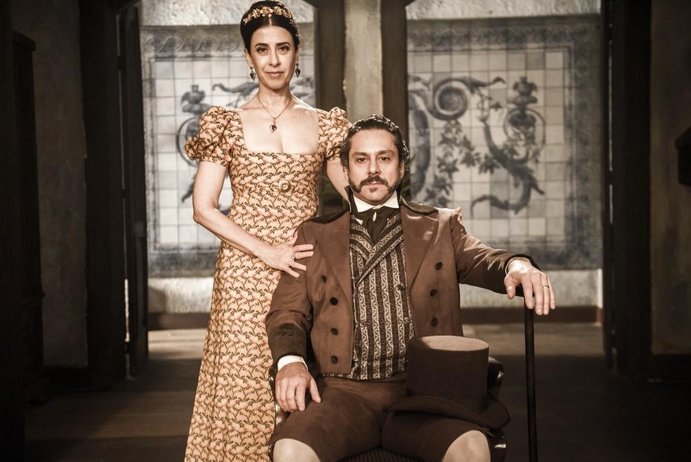 Fernanda Torres e Alexandre Nero são os protagonistas de 'Filhos da Pátria'; eles formam o casal Maria Teresa e Geraldo Bulhosa (Foto: Globo/João Miguel Júnior)