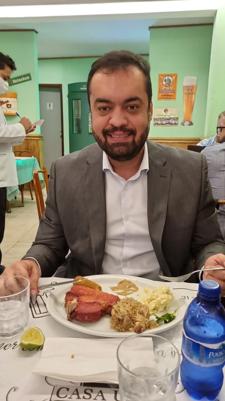 Cláudio Castro foi almoçar, hoje, na Casa Urich