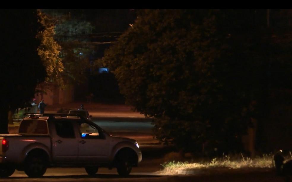 Rua em Senador Canedo onde fica a casa em que idoso foi encontrado morto — Foto: Reprodução/TV Anhanguera