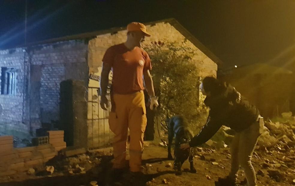 Cães farejadores localizaram o corpo. — Foto: Folha da Cidade/Divulgação