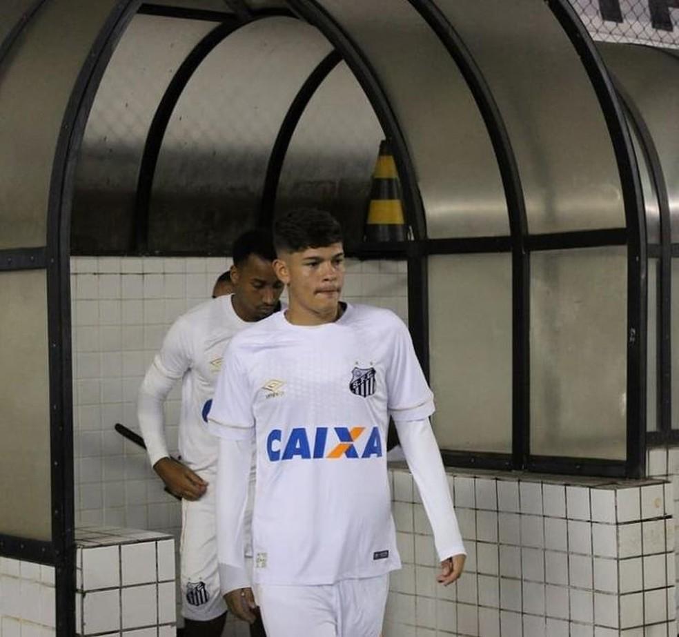 Marcus Molinari com a camisa do Santos — Foto: Reprodução