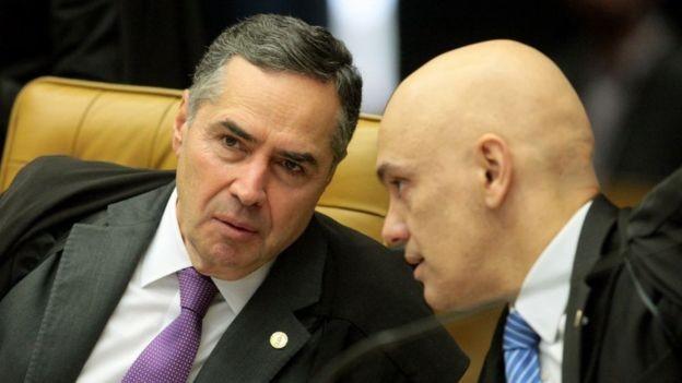 Os ministros Roberto Barroso (esq.) e Alexandre de Moraes (Foto: Carlos Moura / SCO - STF via BBC)