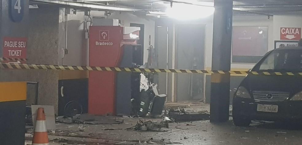 Caixas eletrônicos explodidos em hotel de Brasília — Foto: Reprodução/TV Globo
