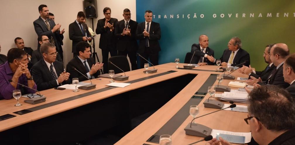 Futuros ministros e assessores durante reunião geral do gabinete de transição de governo nesta quinta-feira (8) — Foto: Divulgação/Rafael Carvalho/equipe de transição