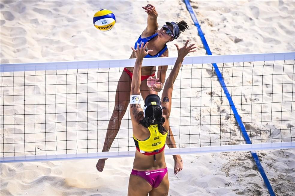 Ágatha na final da terceira etapa de Cancún — Foto: FIVB