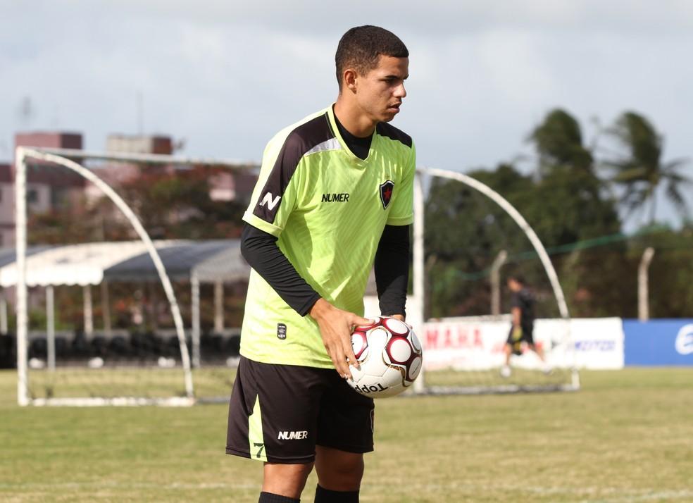 Aos 21 anos, Djavan é um dos principais jogadores do Botafogo-PB (Foto: Cisco Nobre / GloboEsporte.com)