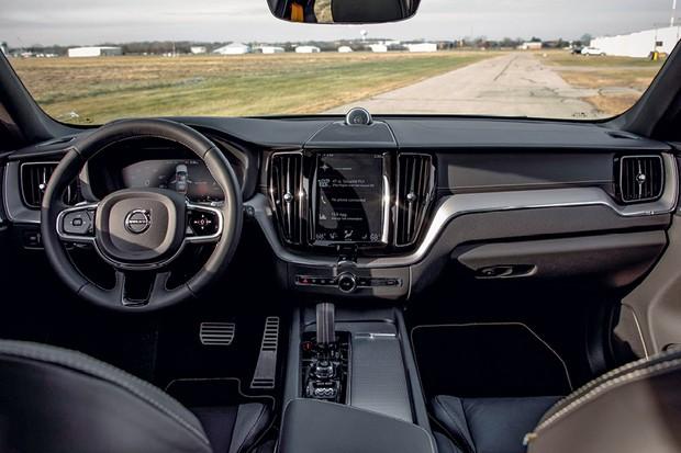 Volvo XC60 Polestar Engineered -  O acabamento é de alta qualidade e o multimídia, muito fácil de manusear  (Foto: Divulgação)