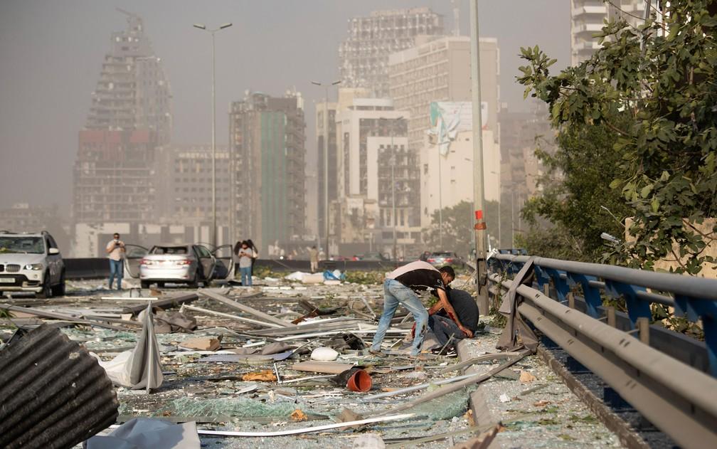Explosão destruiu entorno do porto de Beirute, no Líbano — Foto: Hassan Ammar/AP