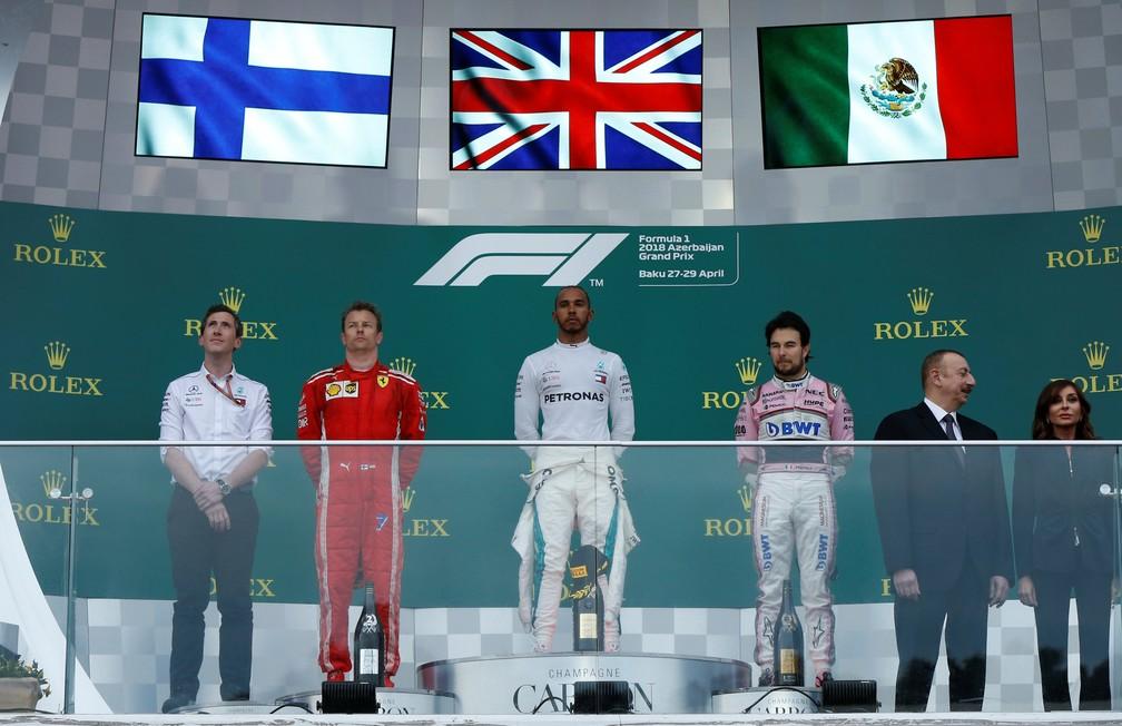 Pódio no Azerbaijão com Hamilton, Raikkonen e Perez (Foto: Reuters)