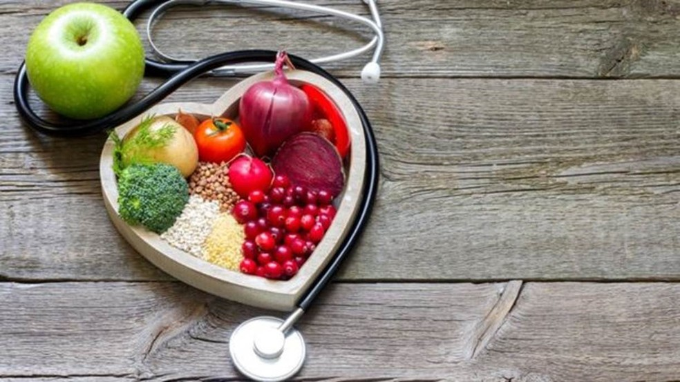 Uma dieta equilibrada é a chave para uma vida saudável segundo recomendação de especialistas (Foto: Getty Images via BBC)