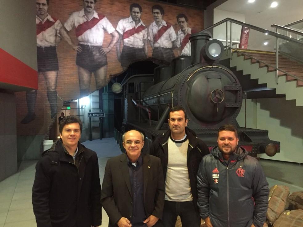 German Lárger, presidente Bandeira, vice Ricardo Lomba e diretor Mac Culloch: visita ao museu do River (Foto: Divulgação)