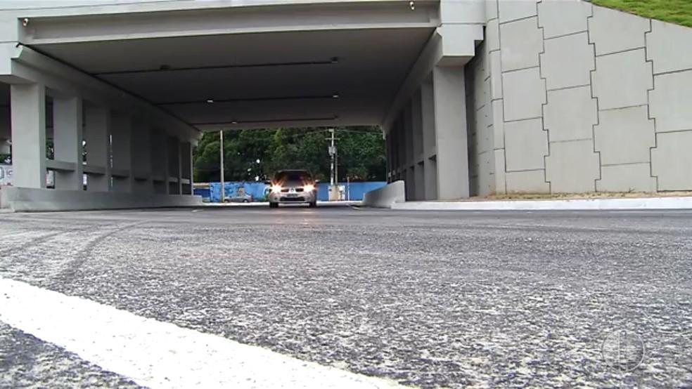 Retornos por baixo do viaduto da Abel Cabral serão interditados (arquivo) — Foto: Reprodução/Inter TV Cabugi