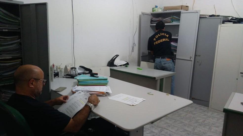 Polícia Federal cumpre mandados de busca em apreensão durante a 'Operação Playground Nordestino' em AL, ba E PB, nesta quarta-feira (5) — Foto: PF-AL/Divulgação