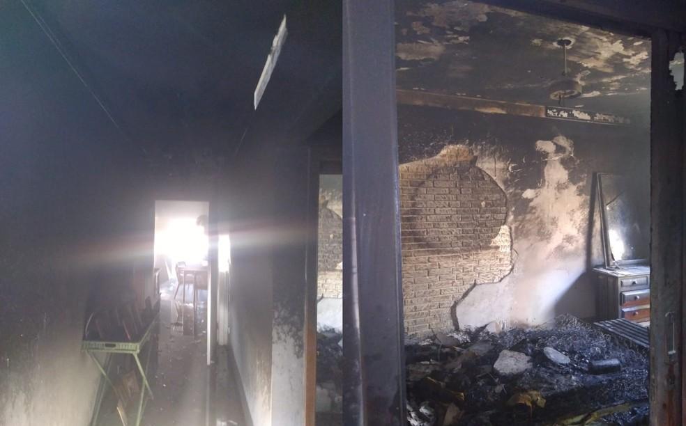 Bombeiros foram acionados para controlar incêndio em Ipaussu — Foto: Corpo de Bombeiros/Divulgação