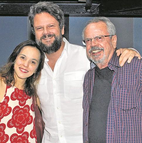 Selton Mello ao lado do pai, Dalton, e Sara Antunes (Foto: Cristina Granato)