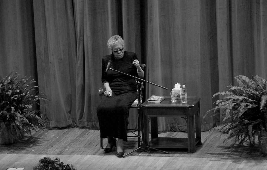 Maya Angelou durante evento na Tennessee Technological University em 2012 (Foto: Brian Stansberry/Wikimedia Commons)