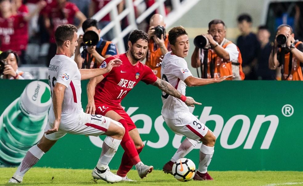 Alexandre Pato em ação pelo Tianjin diante do Kashima — Foto: AFC.COM