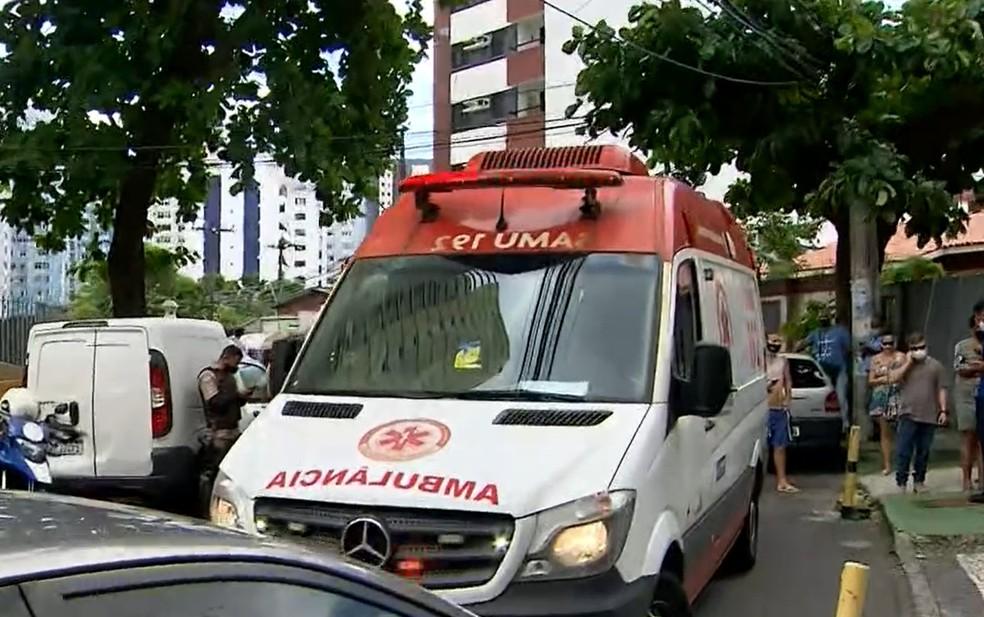 Mulher foi baleada no bairro da Pituba, em Salvador — Foto: Reprodução/TV Bahia