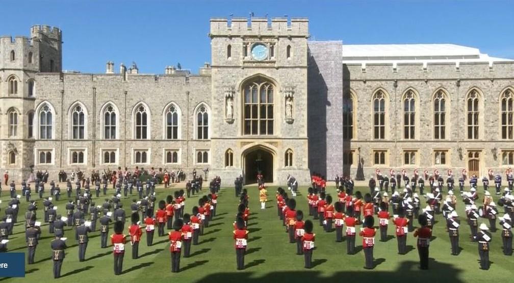 Guarda da rainha se posiciona para funeral do Príncipe Philip — Foto: Reprodução