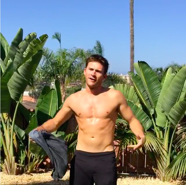 O ator Scott Eastwood sem camisa (Foto: Instagram)