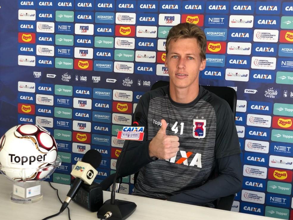 Jovem goleiro, David chegou do Inter de Lages para ser titular no Paraná Clube (Foto: Thiago Ribeiro)
