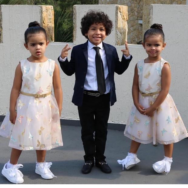 Bruno e as gêmeas Rafaella e Sophia, filhos de Dentinho e Dani Souza (Foto: Reprodução/Instagram)
