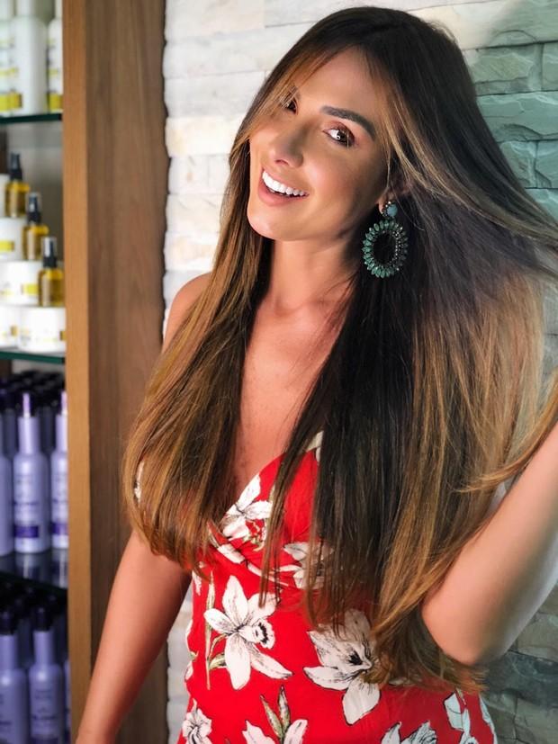 Nicole Bahls com suas madeixas novas (Foto: Divulgação/Janny Motta/Alessandro Monteiro Assessoria de Imprensa)