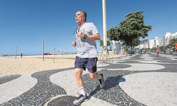 Carioca Marcio Bandeira de Mello, de 73 anos, faz exercício seis vezes por semana