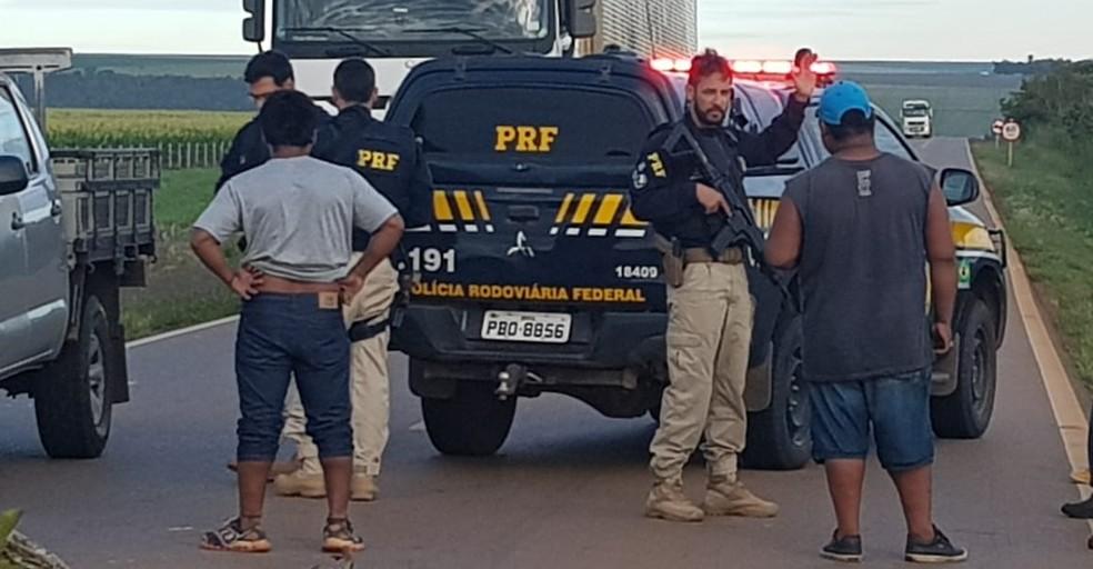 PRF consegue liberar bloqueio em rodovia de MT — Foto: Reprodução/TVCA