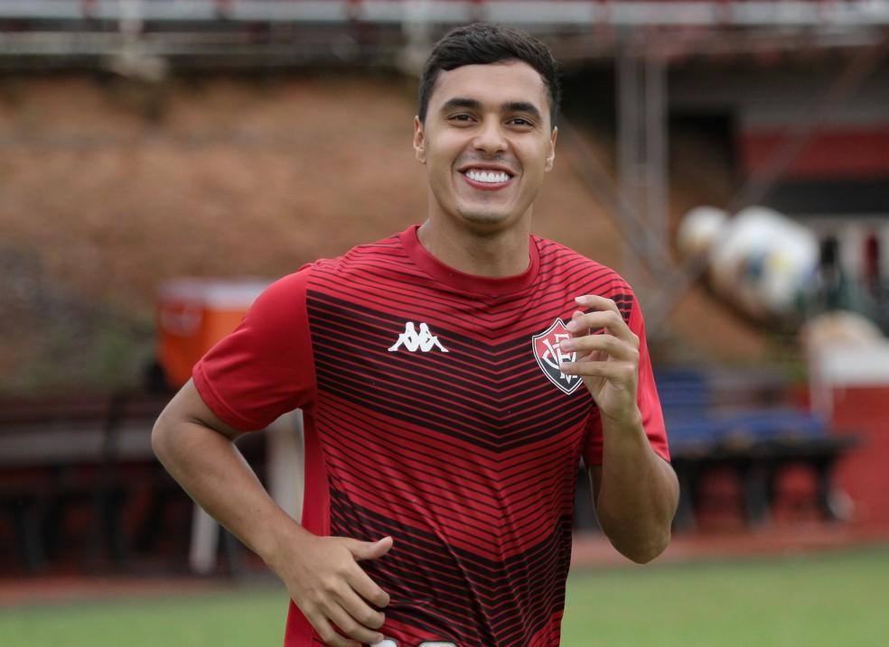 Alisson Farias comemora golaço marcado contra o ABC — Foto: Letícia Martins / EC Vitória / Divulgação