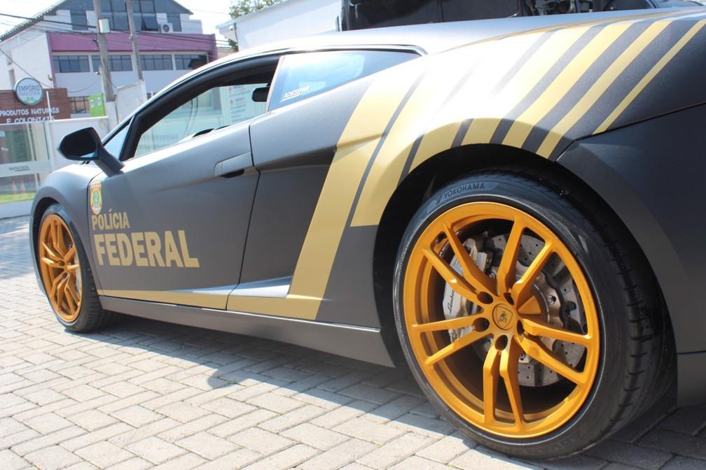 Carro possui motor de 10 cilindros e potência de 560 cavalos — Foto: Divulgação/PF