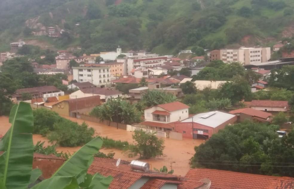 Temporal atinge Santa Maria de Itabira, na Região Central de Minas — Foto: Redes sociais