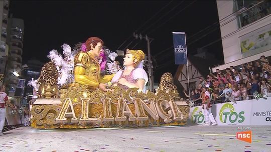 Escola de samba Aliança vence carnaval 2018 em Joaçaba